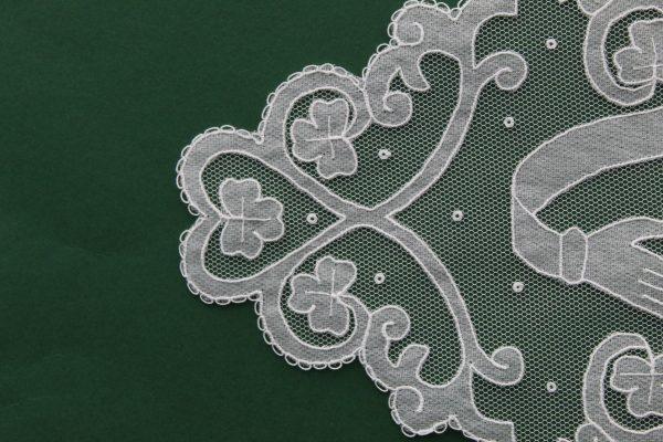 Carrickmacross Lace Oval Claddagh